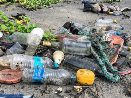 Plastic pollutants in tourist places